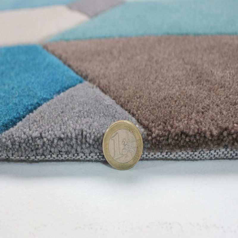 Thick geometric rug in teal